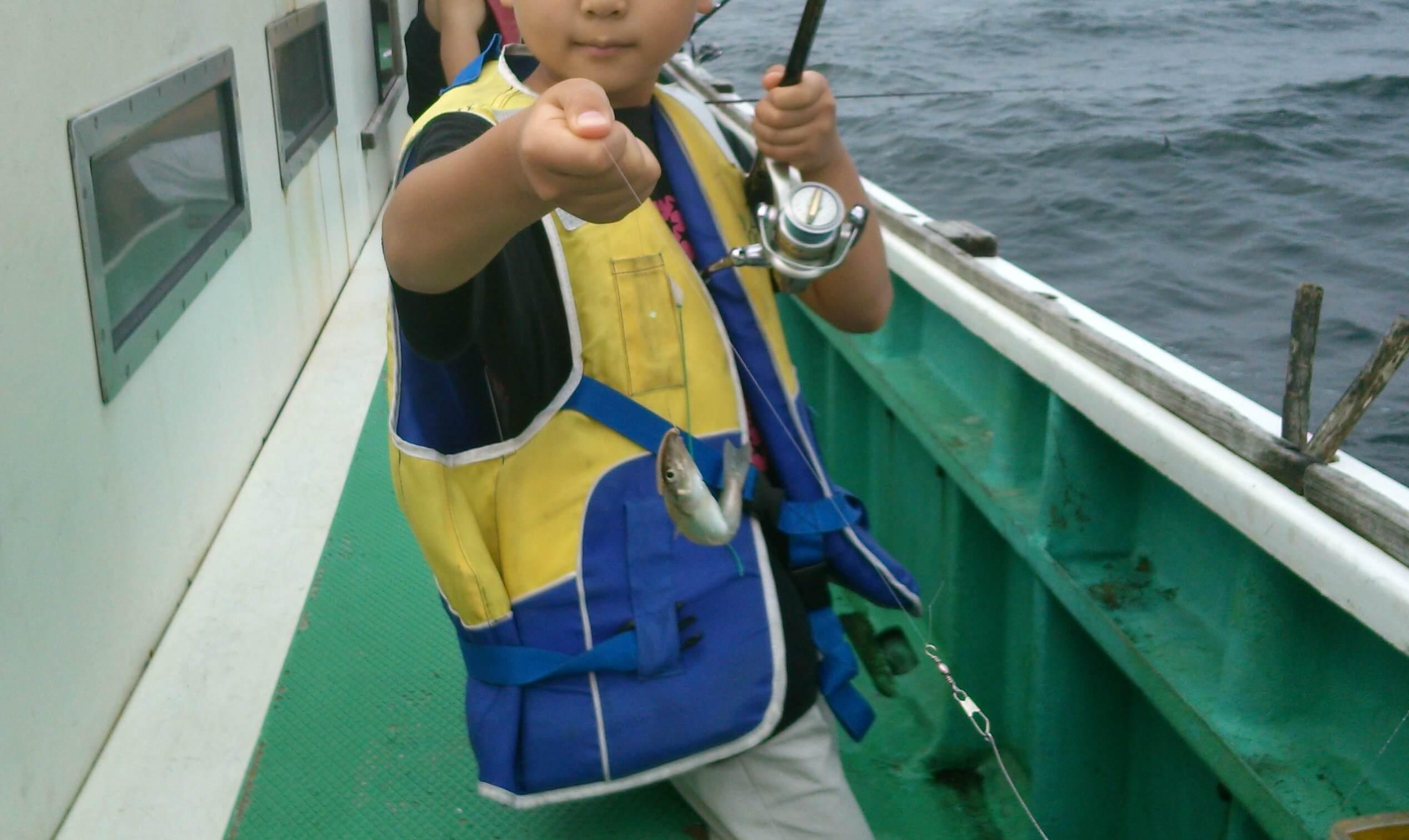 シロギスを釣り上げた次男
