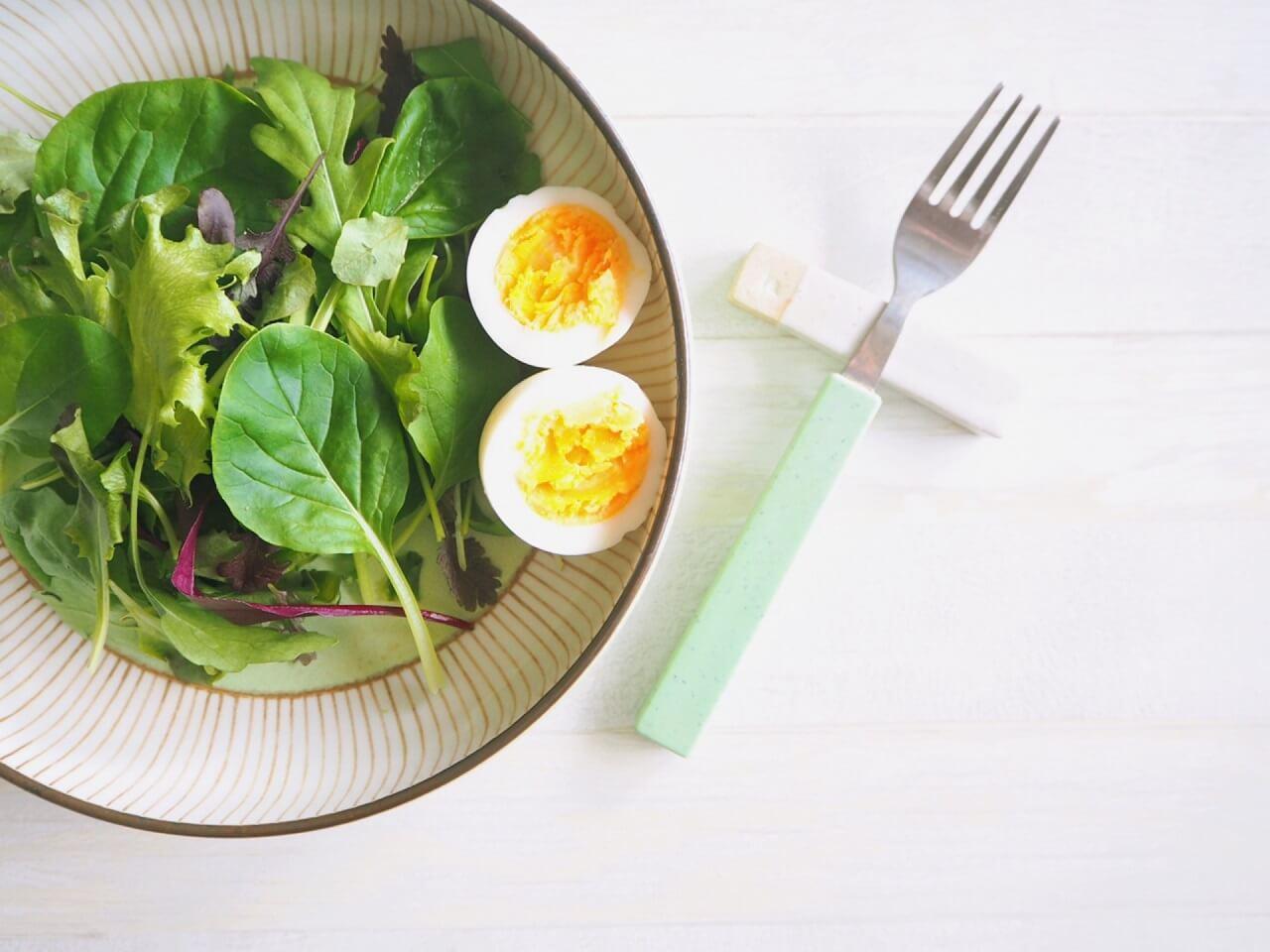 ゆっくり時間をかけて、カロリー低いものから食べる